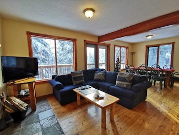 Picture of Alpine Meadows Lodge in Golden