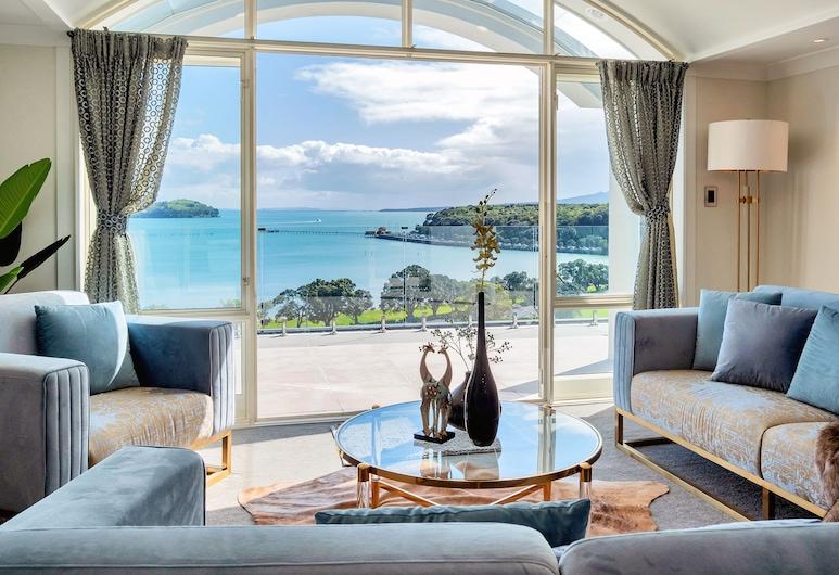 Elegant 4BR Villa with Americas Cup Yacht Views, אוקלנד, וילה, 4 חדרי שינה, אזור מגורים