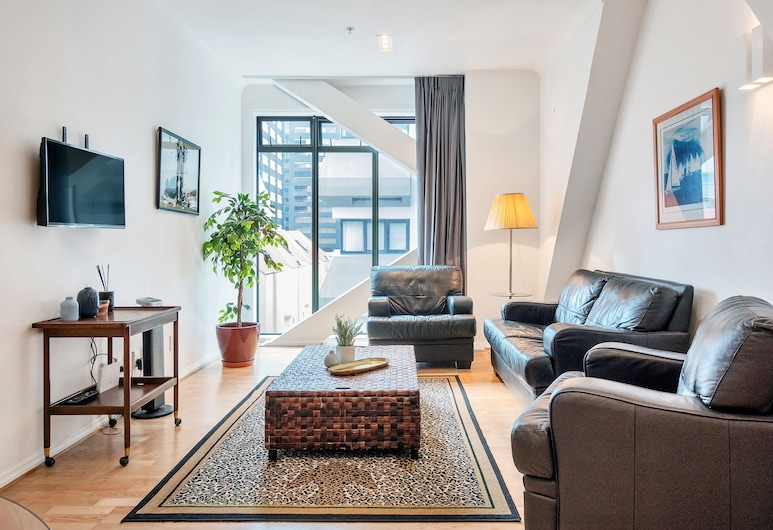 1 Bedroom City Apartment with Free Parking for 2 Cars, Auckland, Apartment, 1 Bedroom, Living Area