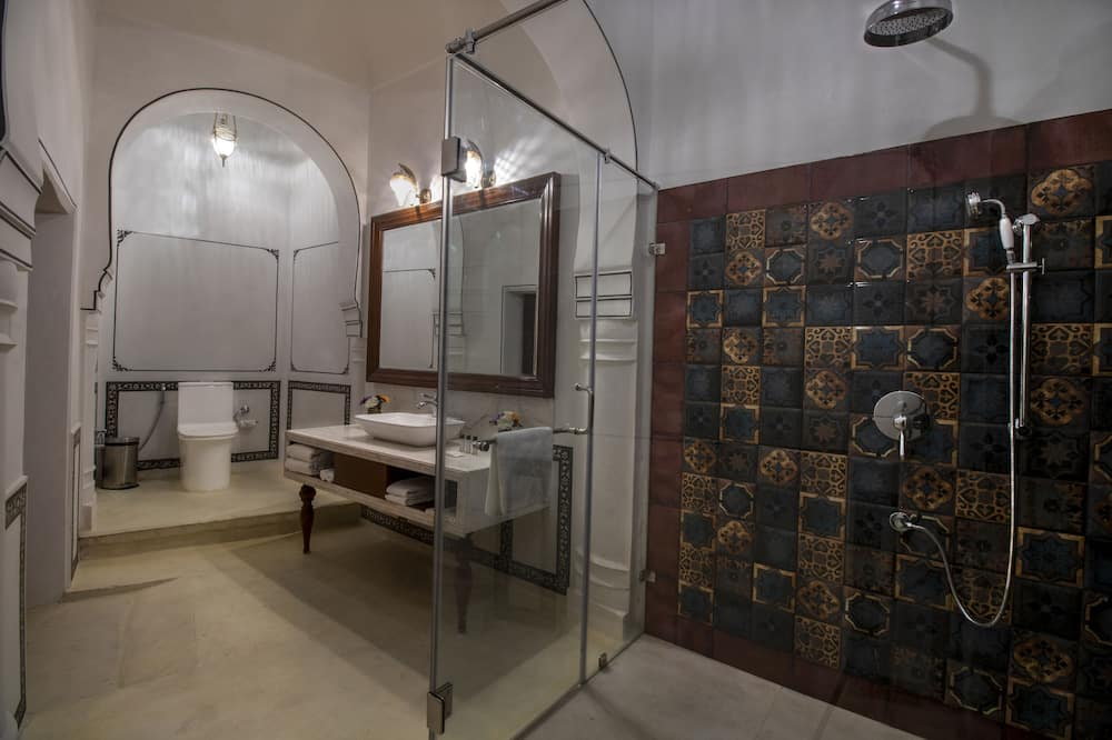 Izba typu Royal s dvojlôžkom alebo oddelenými lôžkami - Kúpeľňa