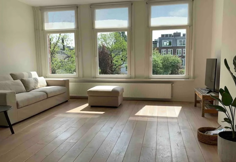 Bright Waterview Apartment, Amsterdam