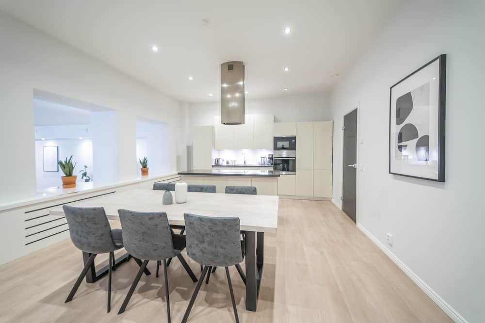 Apartment, 2 Bedrooms, Sauna - In-Room Dining