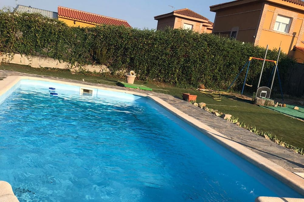 Chalet With 3 Bedrooms in Lucillos, With Private Pool, Enclosed Garden and Wifi