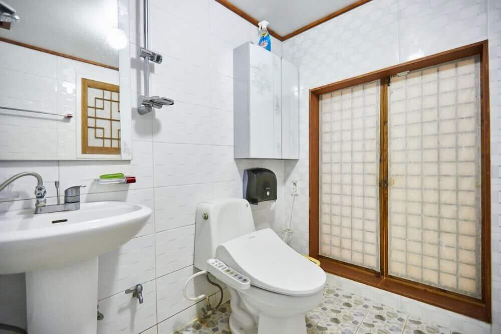 Izba (Large Love) - Kúpeľňa