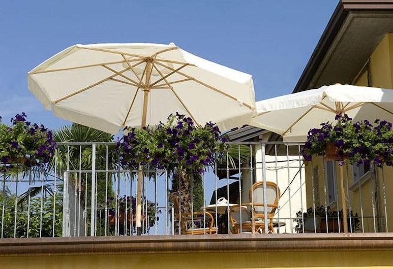甜蜜日子之家酒店, 佩斯基耶拉 , 露台