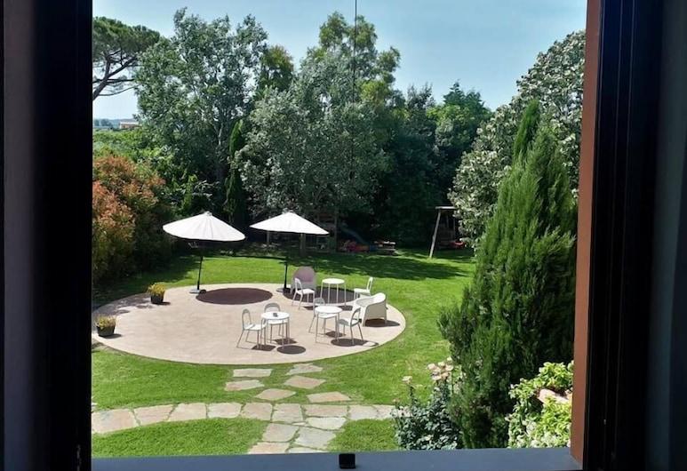 B&B Il Cantuccio, Cascina, Habitación cuádruple, vista al jardín, Vista de la habitación