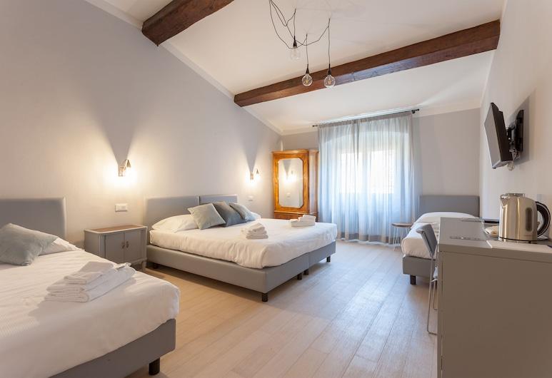 Santo Spirito Venti, Florence, Deluxe Quadruple Room, Guest Room View