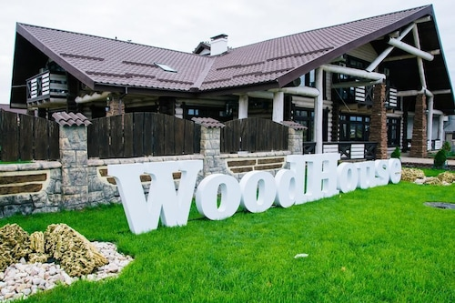 WoodHouse/