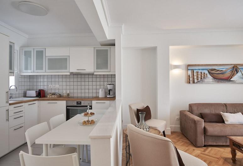 Marvelous n Bright Apartment next to Megaro Mousikis , Atenas, Apartamento, Área de estar