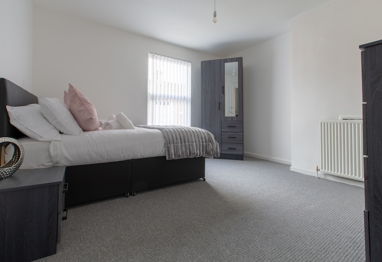 Lux Apartments 3 Bedroom House - Gorst, Liverpool, House, Private Bathroom (3 Bed Holiday Home Gorst), View from property
