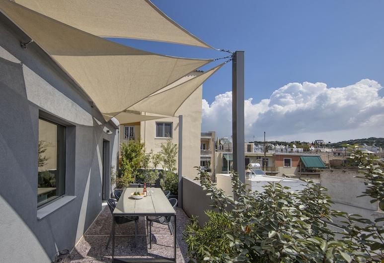 Stylish Sunny Apartment 1 stop to City Center by VillaRentalsgr, Atēnas, Darījumklases dzīvokļnumurs, 1 divguļamā karalienes gulta, virtuvīte, skats uz pilsētu, Terase/iekšējais pagalms