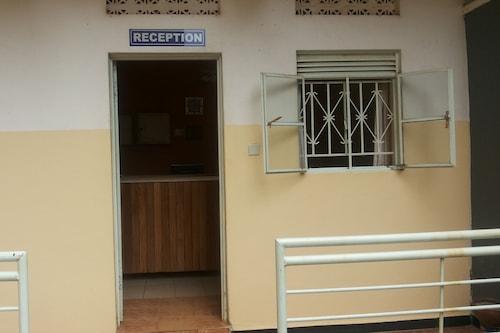 古盧水晶酒店/