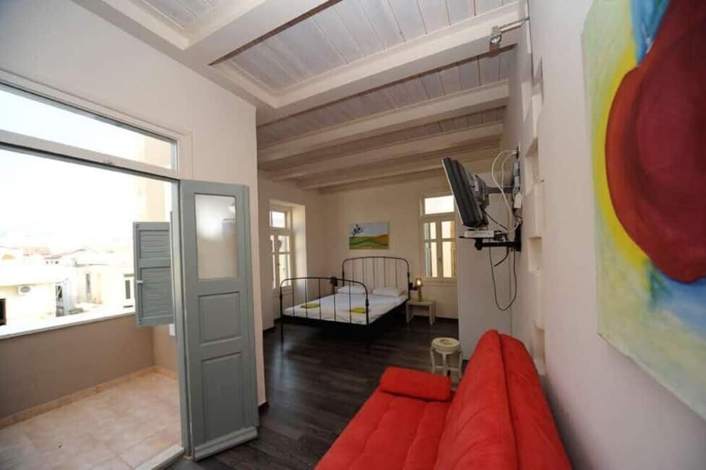 City Studio, 1 Double Bed with Sofa bed, Balcony, City View - Living Area