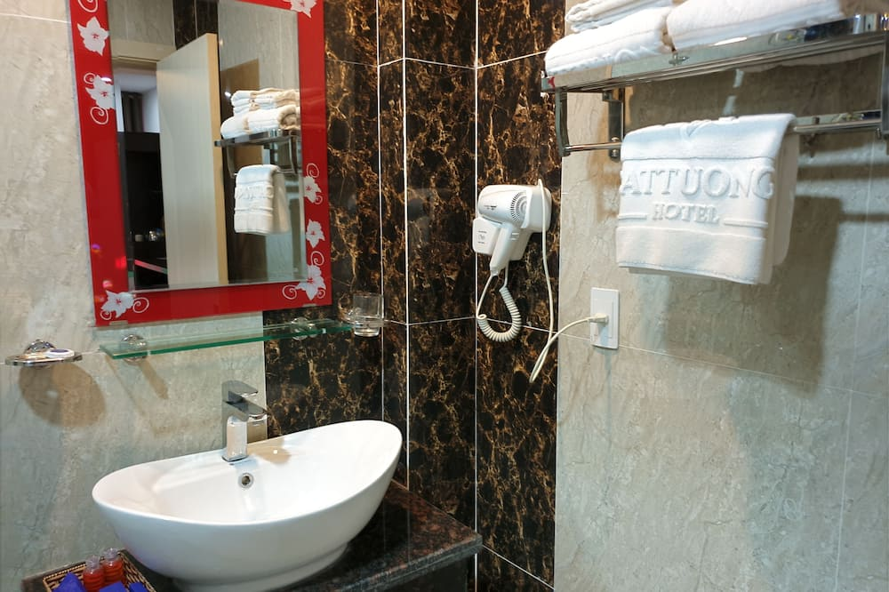 標準雙床房, 城市景觀 - 浴室