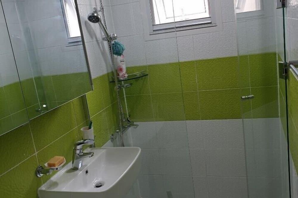 Tradicionāla kooperatīva tūristu mītne (#1, Foreigner Only) - Vannasistabas duša