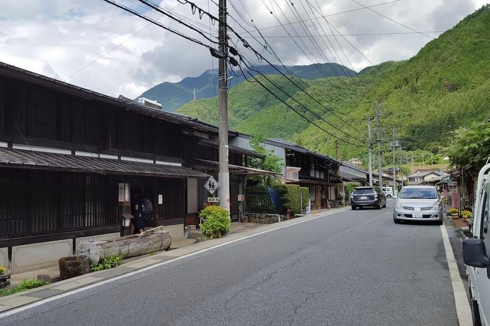 Domek (Private Vacation) - Výhled na ulici
