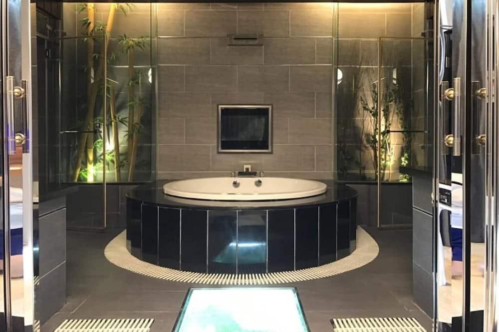 Deluxe Quadruple Room (check-in after 19:00) - Bathroom