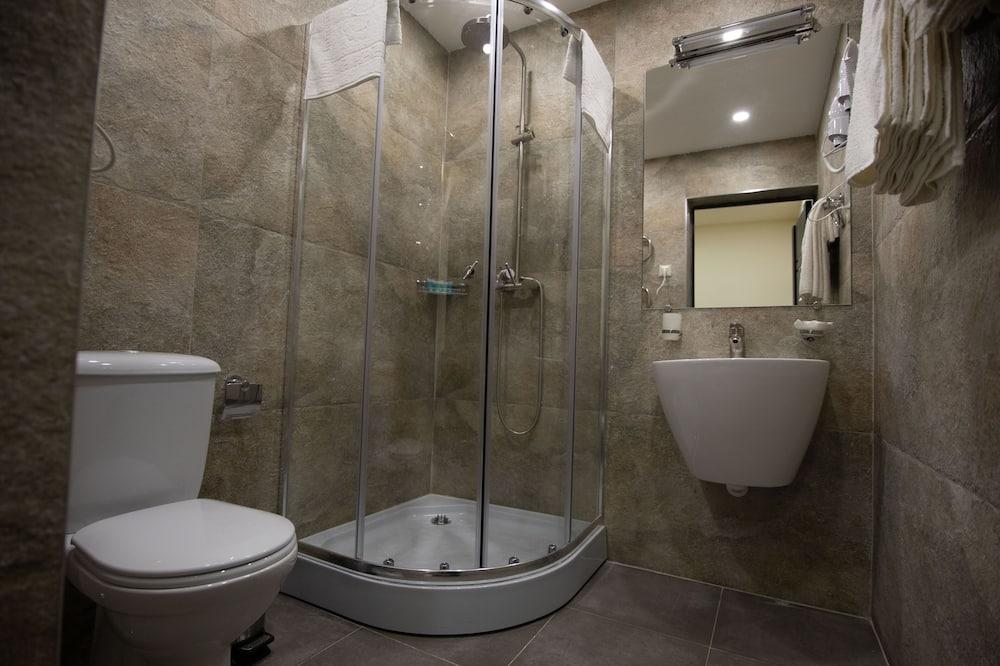 Superior King Size - Bathroom