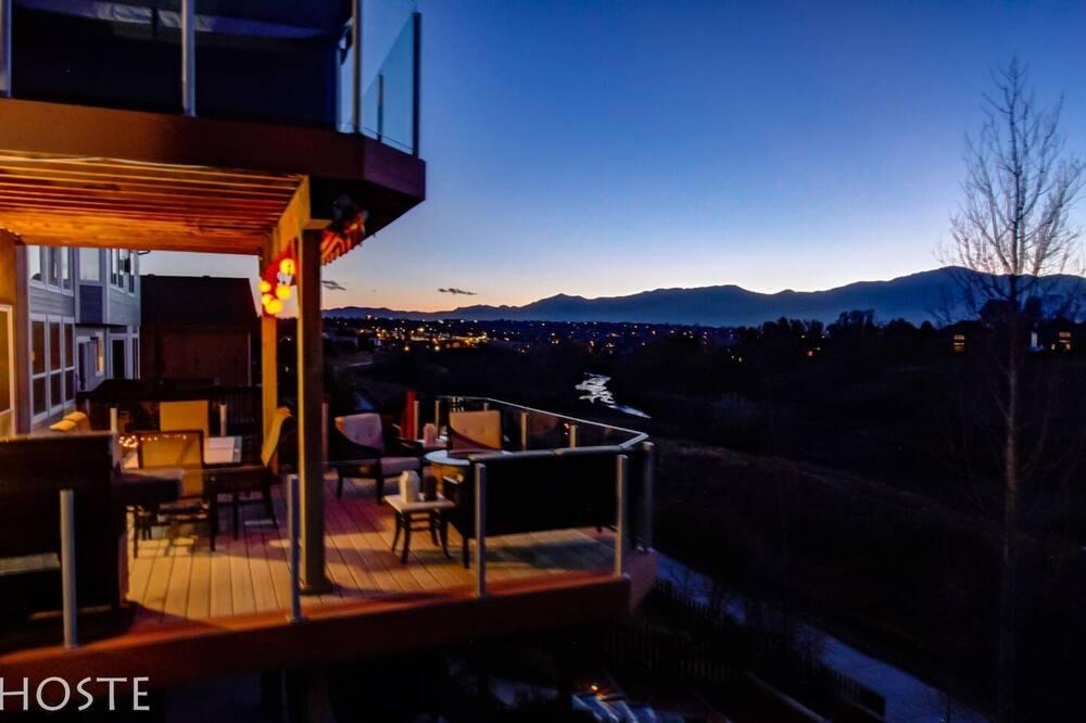 House (5 Bedrooms) - Balcony