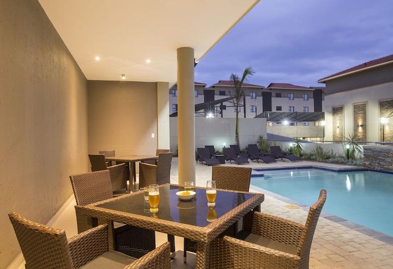 Savannah Park Luxury  Apartments, Umhlanga, Poolside Bar