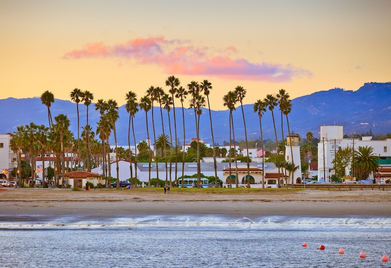 New Listing! All-suite Near State Street 2 Bedroom Home, Santa Barbara, House, 2 Bedrooms, Beach