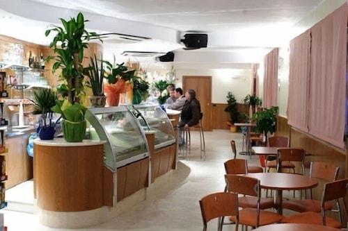 湖濱海岸飯店/