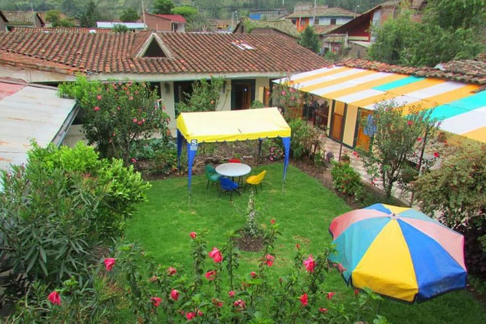 Driepersoonskamer, gemeenschappelijke badkamer - Uitzicht op tuin