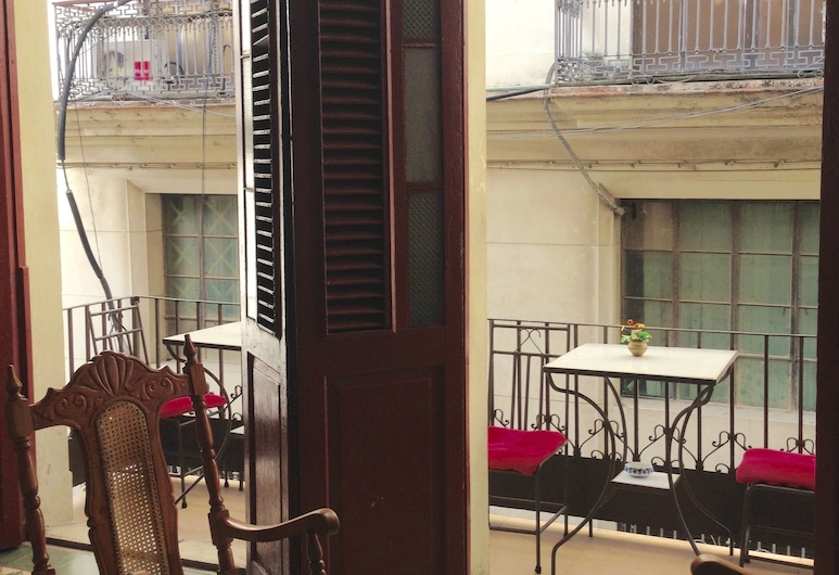 Hostal Maria & Julio, Havana, Double Room, Ensuite, Balcony View