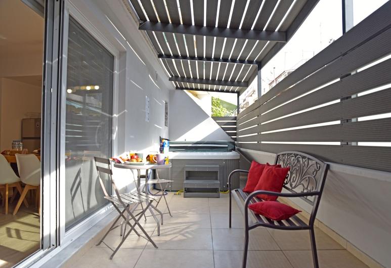 Supreme Comfort  by Athens Stay, Atény, Apartmán typu Superior, masážna vaňa, Výhľad z izby