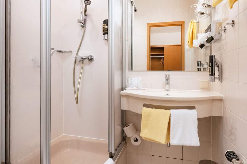 غرفة مزدوجة - بحمام خاص - بمنظر للنهر - حمّام