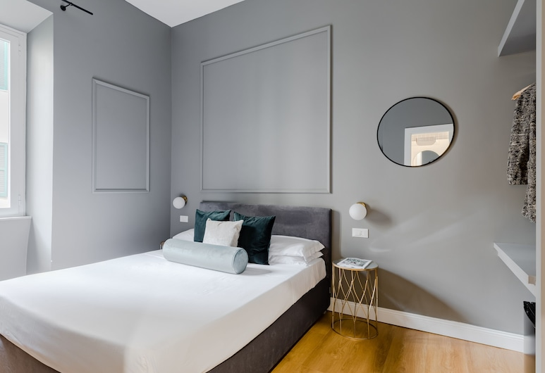 Suites by Chloe, Rome, Deluxe Double Room, Refrigerator, Garden View, Guest Room