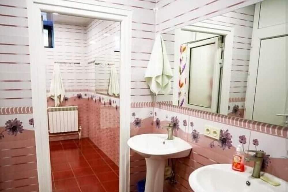 Загальне спальне приміщення, Змішаний дортуар - Ванна кімната