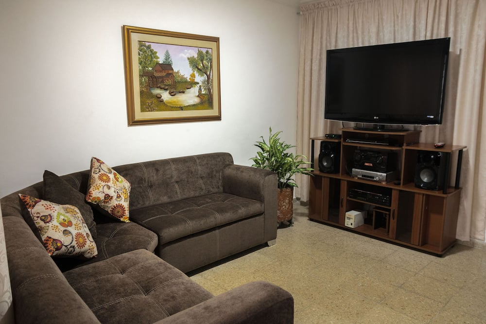 Nice house near to Lleras park and many other cool places in Medellin