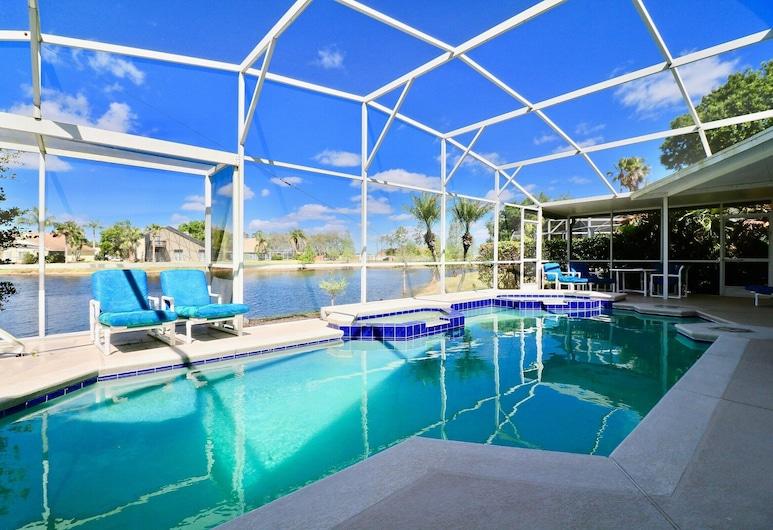 Lovely Cheerful Home Near Disney Lake View & Pool, Kissimmee, Pool