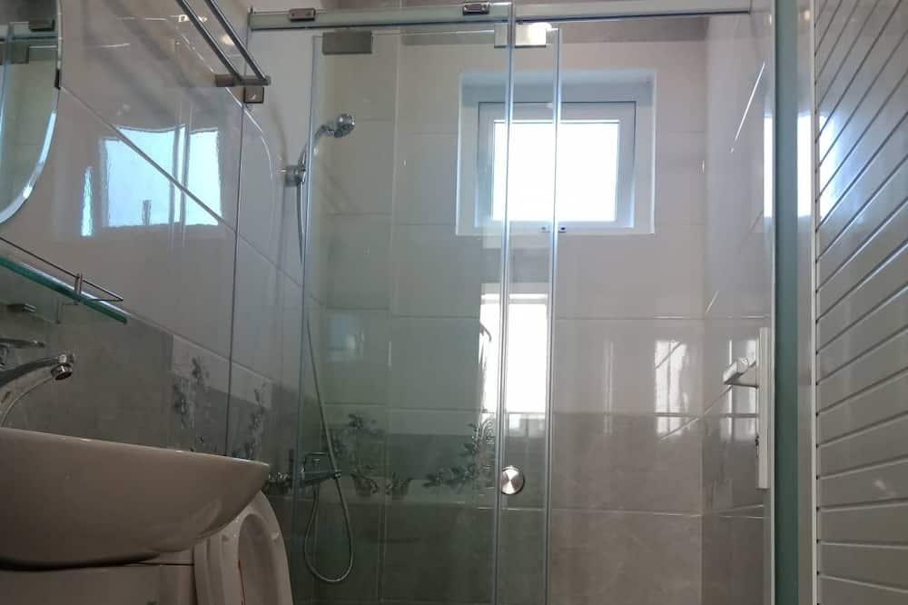 Basic Double Room - Bathroom