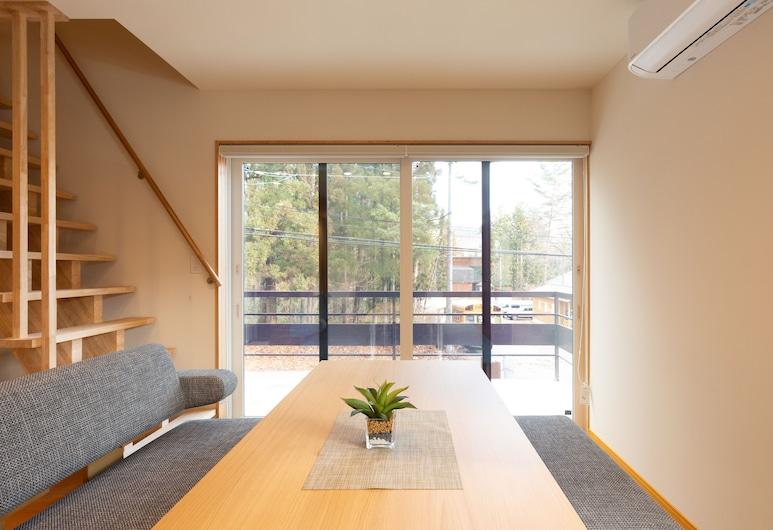 Hakuba Powder Mountain Lodge, Hakuba, Lejlighed - 2 soveværelser, Opholdsområde