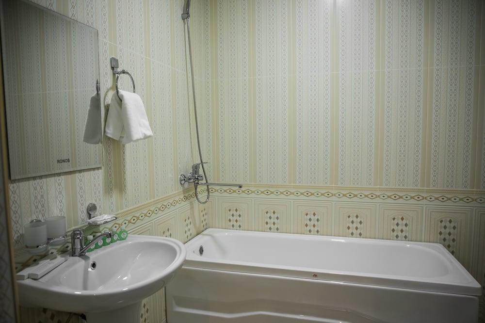 Liukso klasės dvivietis kambarys (Registan View) - Vonios kambarys