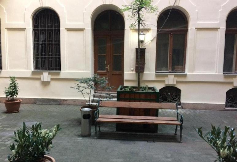 Say Yes Hostel, Budapeszt, Dziedziniec