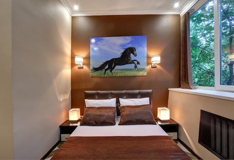 Mini Hotel Brusnika na Amurskaya, Moscow, Comfort Triple Room, Guest Room