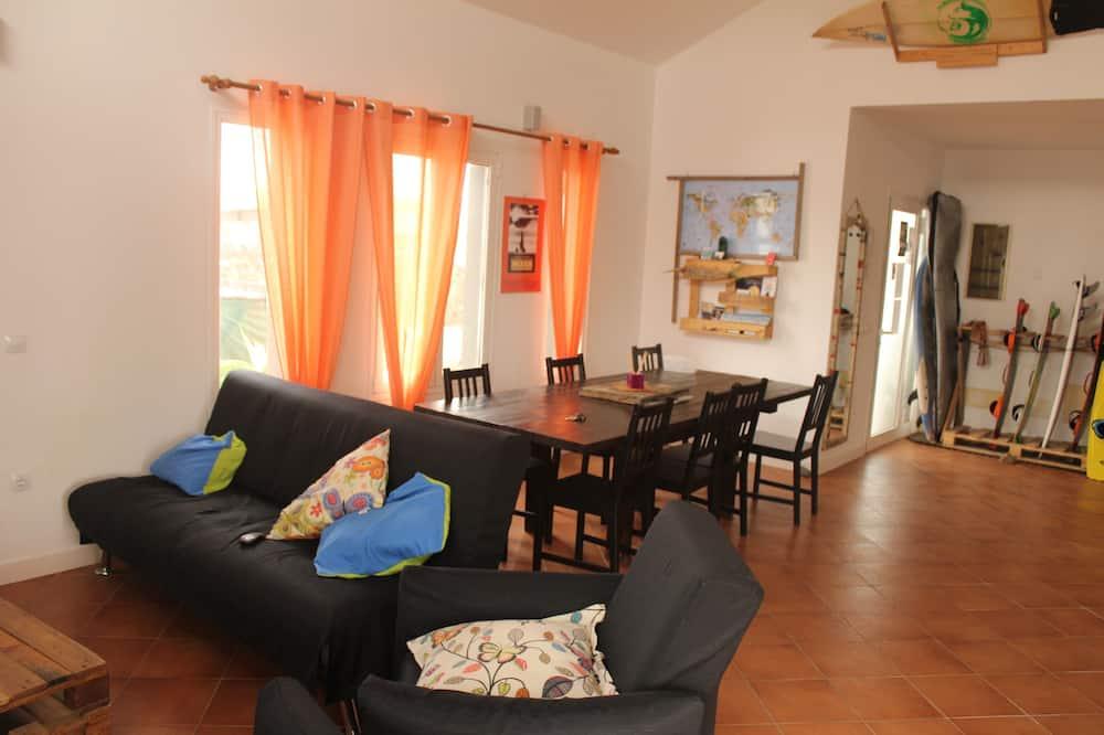 Közös hálóterem, közös fürdőszoba (1 bed in 4 Bed Dorm) - Nappali