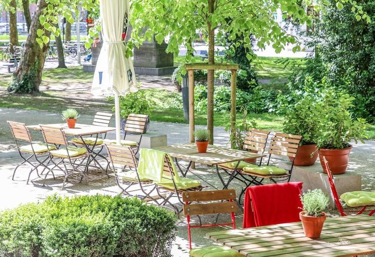 Twardokus, Aurich, Jardín