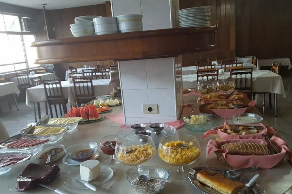 Pomieszczenie śniadaniowe
