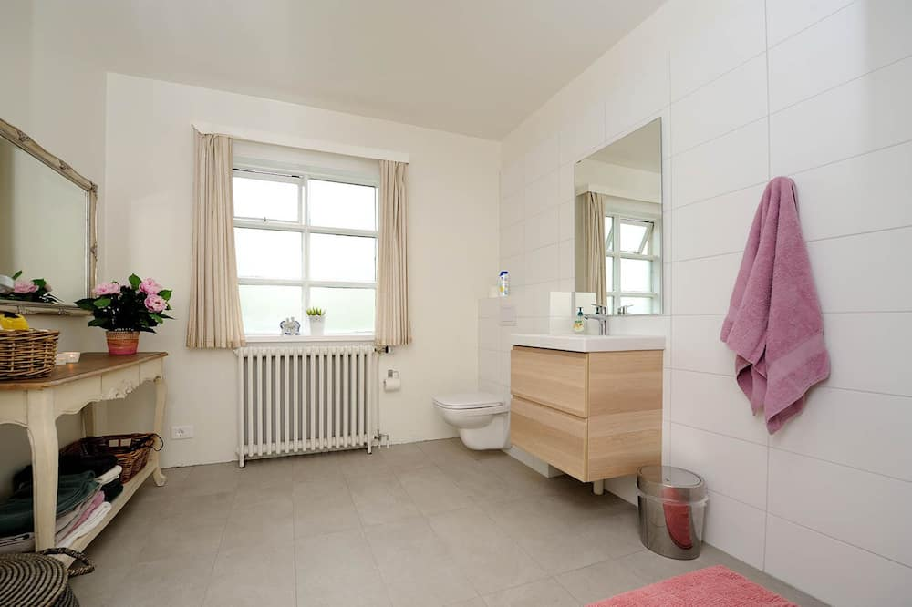 Family Double Room, Shared Bathroom - Bathroom