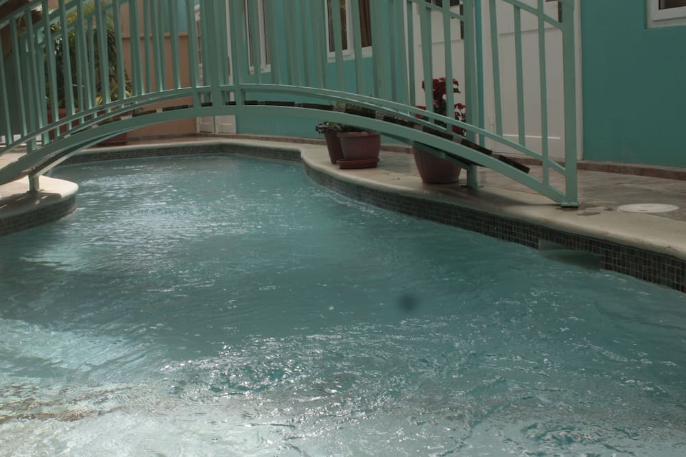 Crown Point Condo with Pool !
