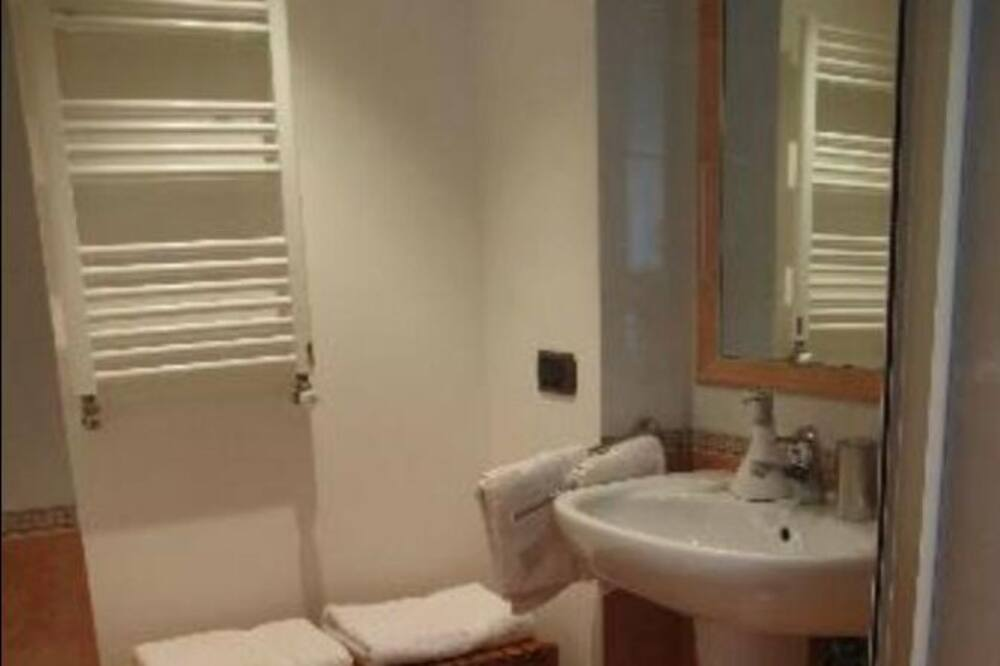 Classic Double Room, Ensuite - Bathroom