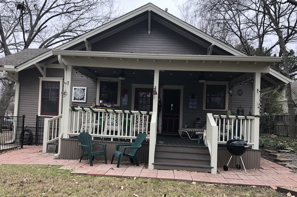 Complete Privacy - 5 min walk to McKinney Historic Sq. You can spend a whole day