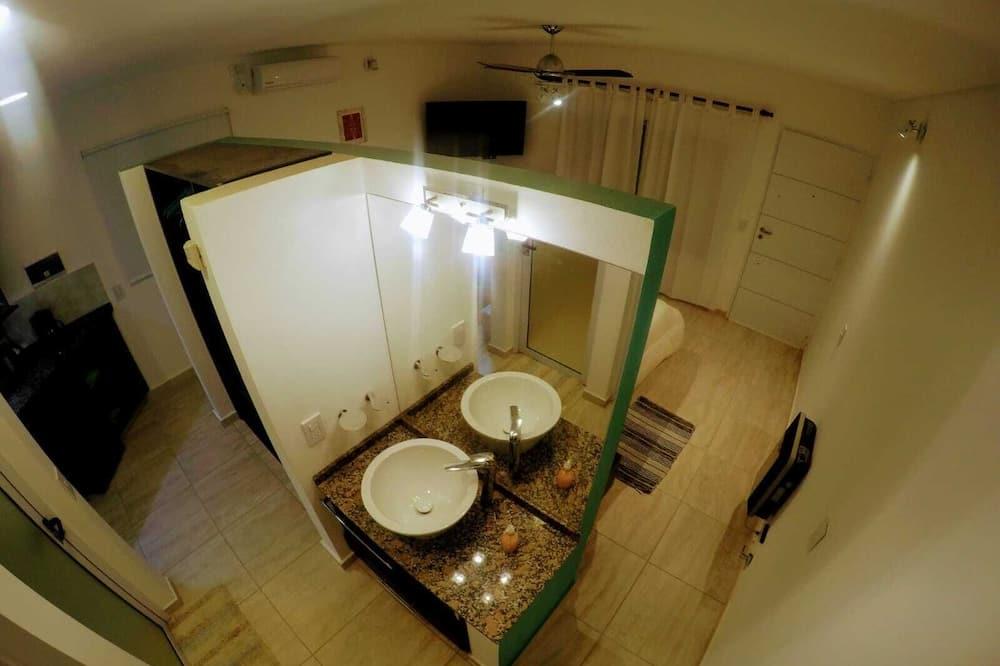 Premium Cabin, 1 King Bed, Mountain View - Bathroom Sink