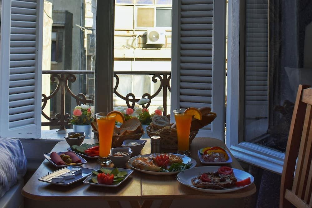 Kamar Double Kota - Tempat Makan Di Kamar