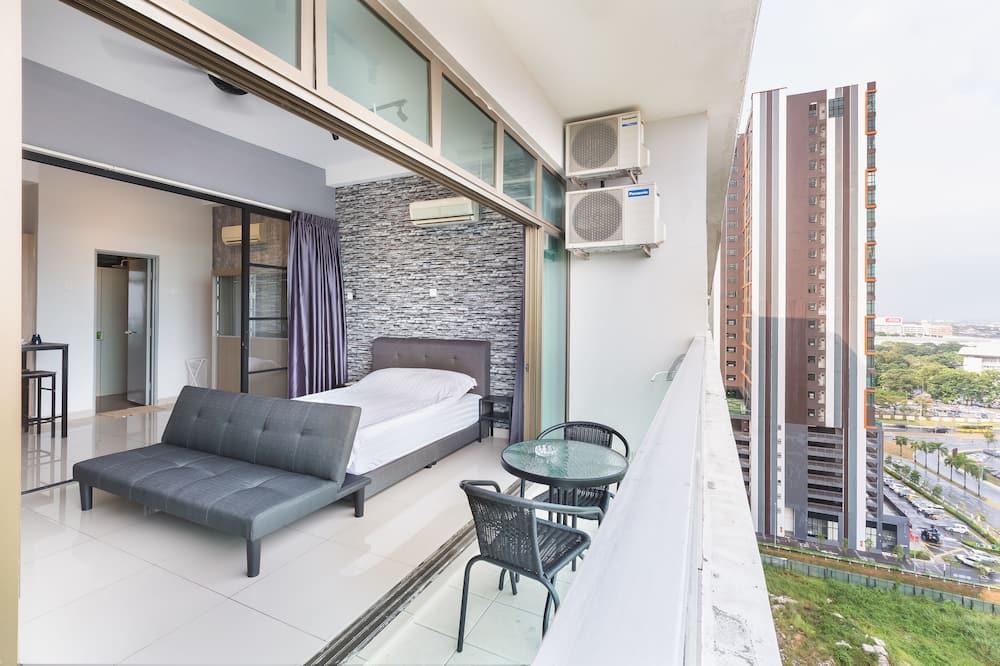 Deluxe Studio Apartment - Balcony