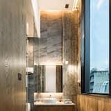 Deluxe King - Bathroom